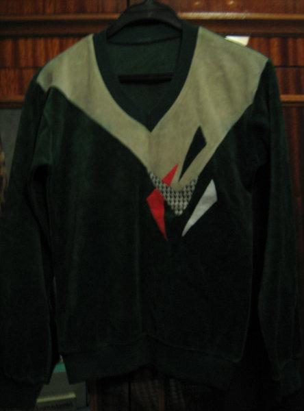 Продам Джемпер велюр., зел. цвета с аппликацией
