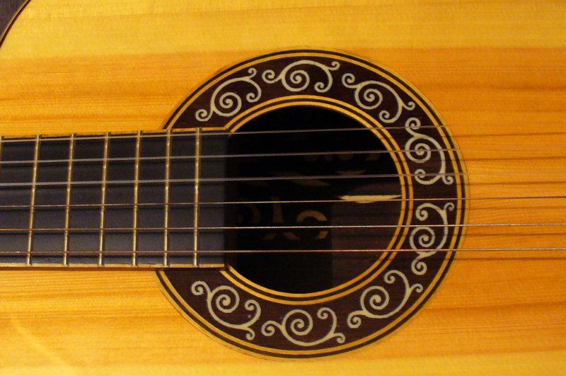 Продам классическая концертная гитара