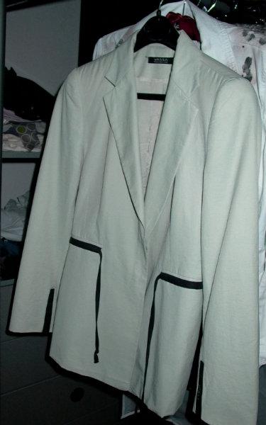 Продам бежевый пиджак VASSA