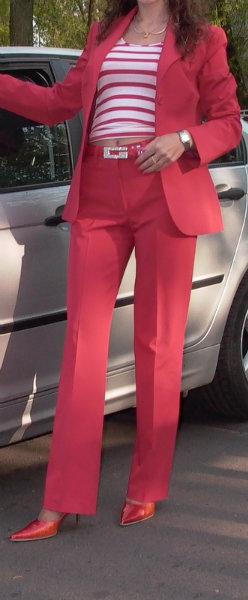 Продам клас. брючный ярко красного цвета костюм
