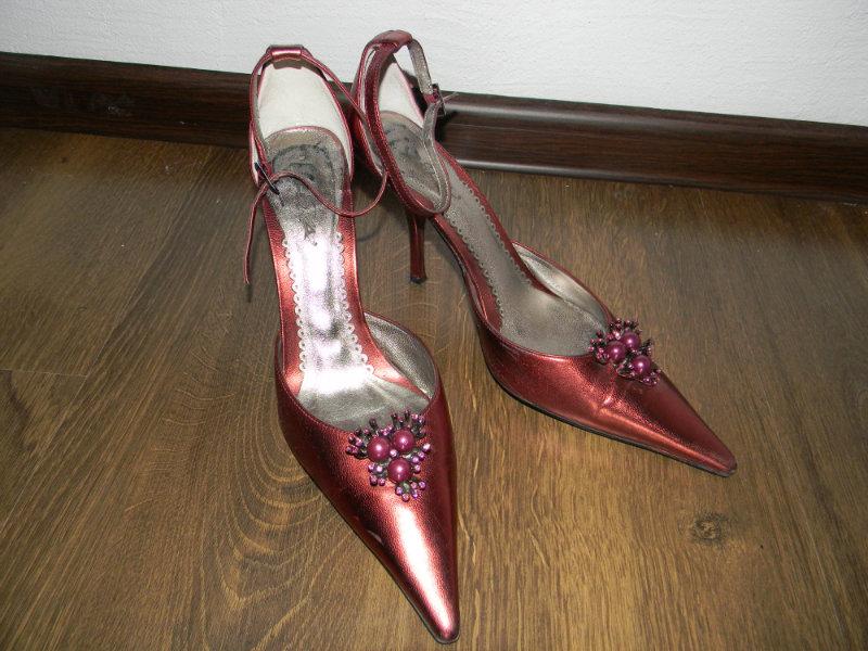 Отдам даром Женские туфли