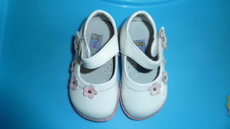 Продам Красивые белые туфельки