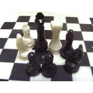 Продам Шахматы из камня 40 х 40 см.