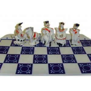 Продам Фарфоровые шахматы Дамы и гусары