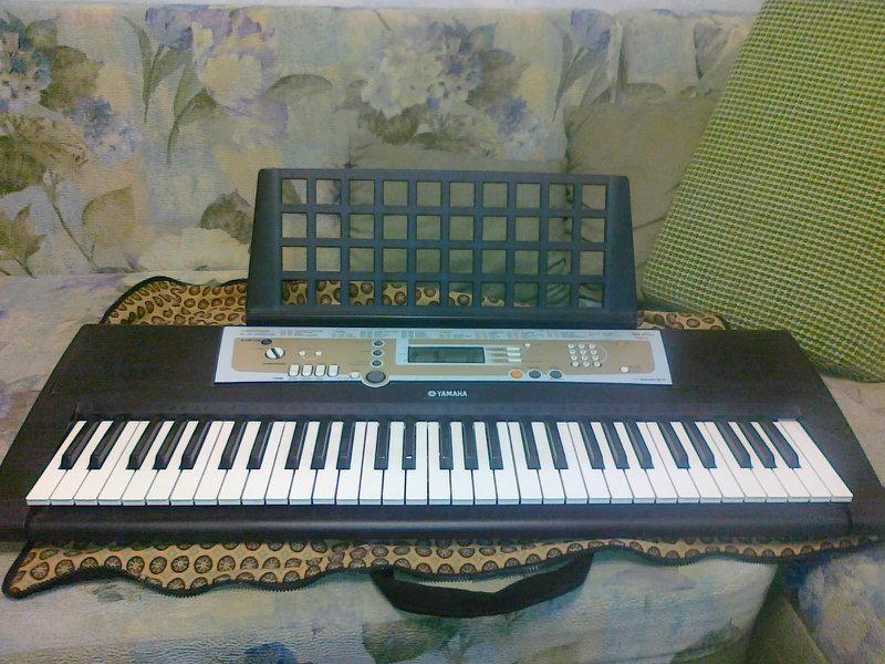 Продам СинтезаторYamaha PSR-R200
