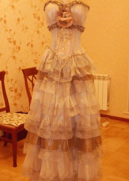 Продам Эксклюзивное бальное платье из кружев.