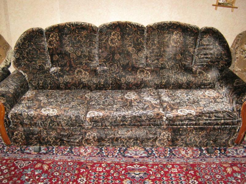 Продам Набор мягкой мебели:диван и 2 кресла