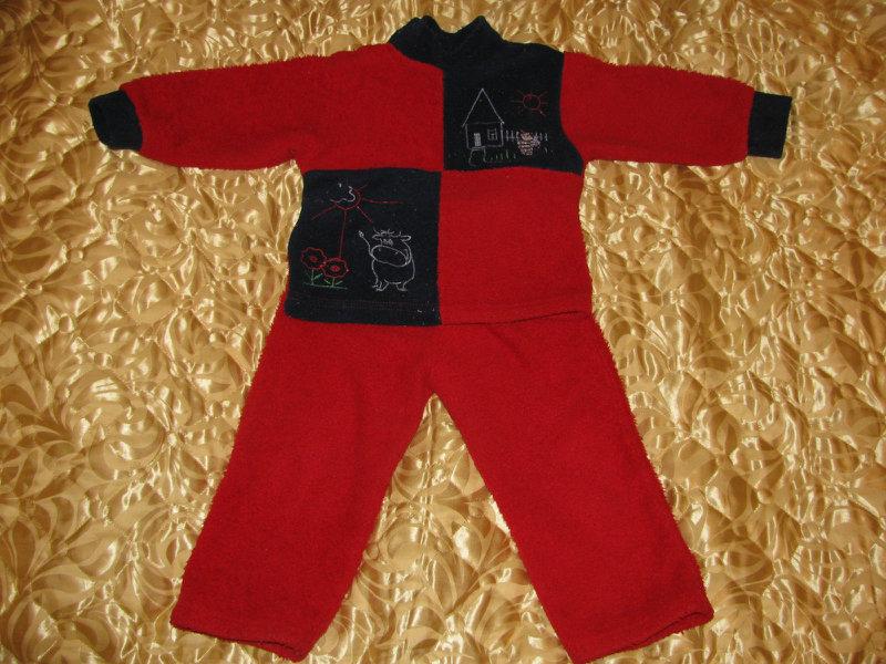 Продам костюмчик флиссовый, рост 80-86 см.