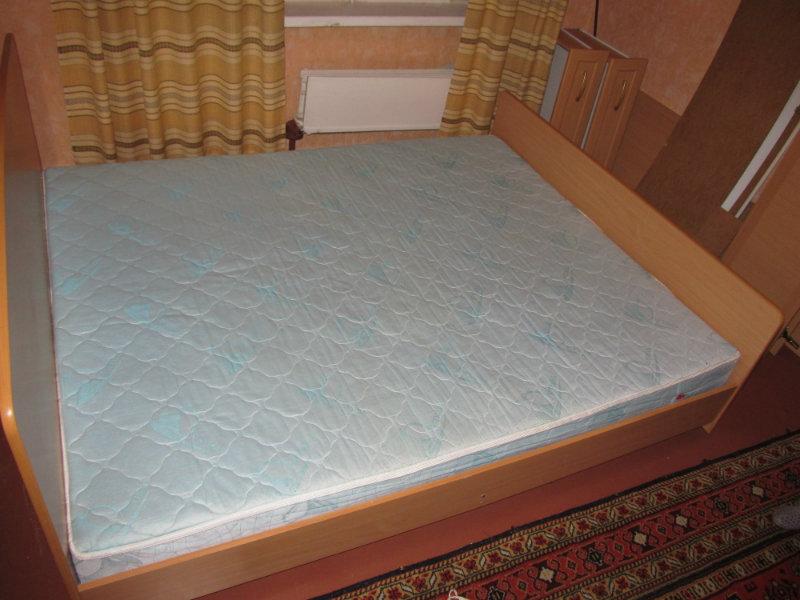 Продам: кровать с пружинным матрацем