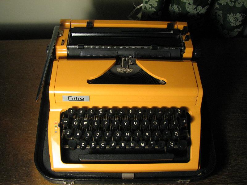 Продам: печатная машинка Erika англ раскладка