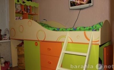 Продам: Детская кровать с выдвижным столом