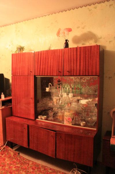 Отдам даром: Сервант, стол и тумбочка по симв. цене