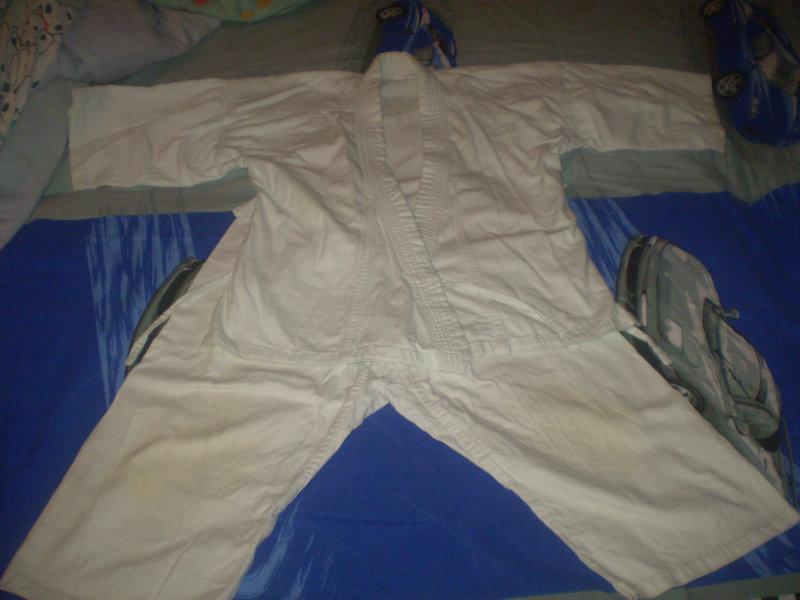 Продам: Кимоно для каратэ от 5 до 7 лет