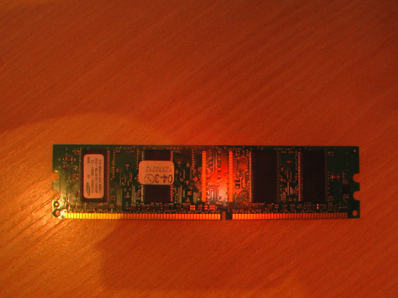 Продам: 128MB DDR PC3200 LS3