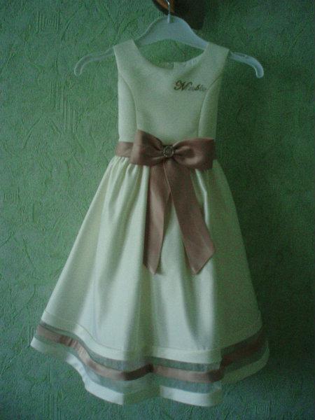Продам: платье нарядное на девочку