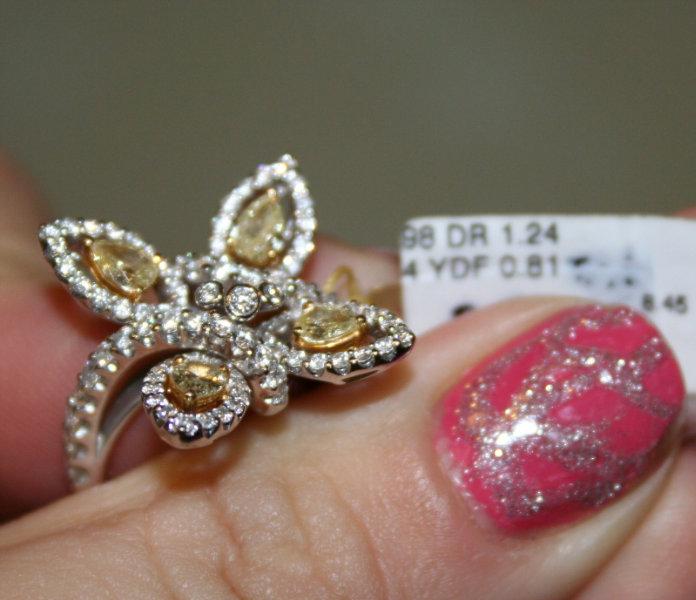 Продам Кольцо -Цветок с бриллиантами