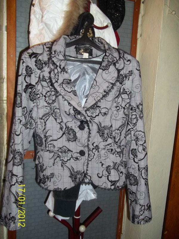 Продам юбочный костюм