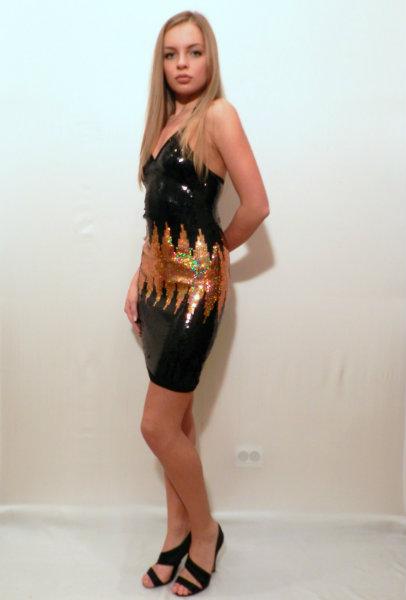 Продам Новое платье, всё в пайетках.