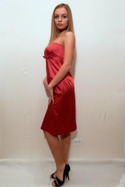 Продам Новое атласное платье из Англии.