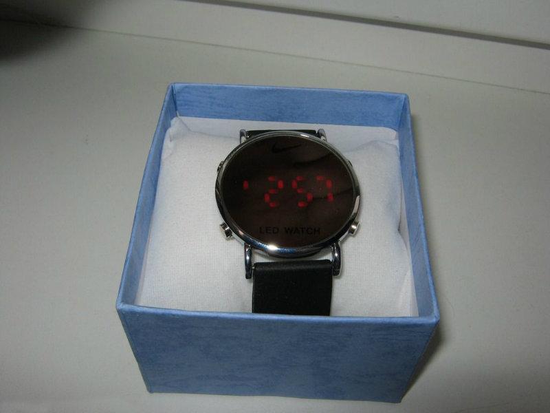 Продам Продам часы светодиодные зеркальные Nike