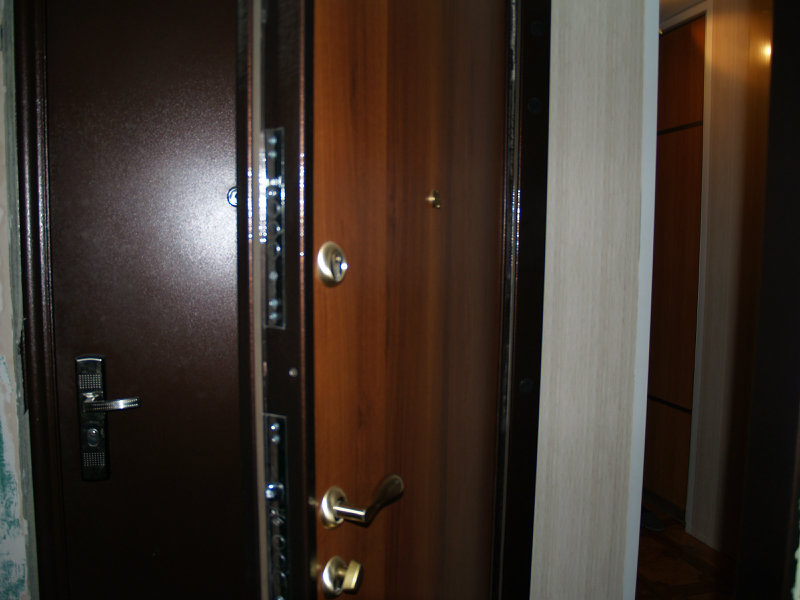 Продам: Двери металлические, полимерные.