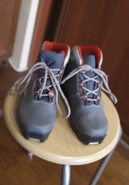 Продам детские лыжные ботинки под SNS-крепления
