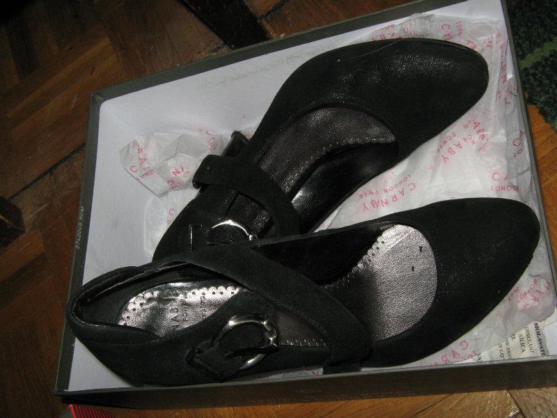 Продам Carnaby туфли на ремешке почти новые