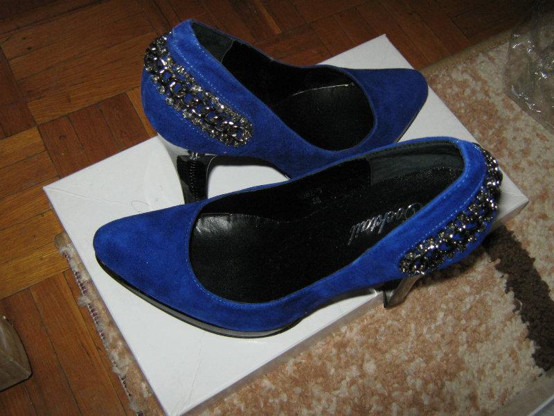 Продам Новые туфли со стразами очень красивые