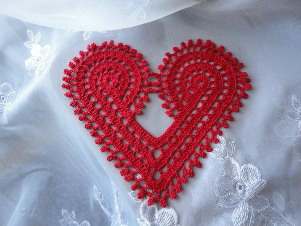 Продам: Салфетка в форме сердечка (крючок)