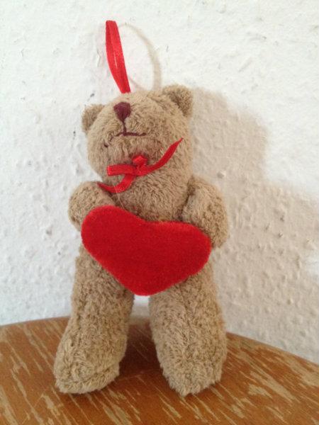 Продам мишка с сердейчком