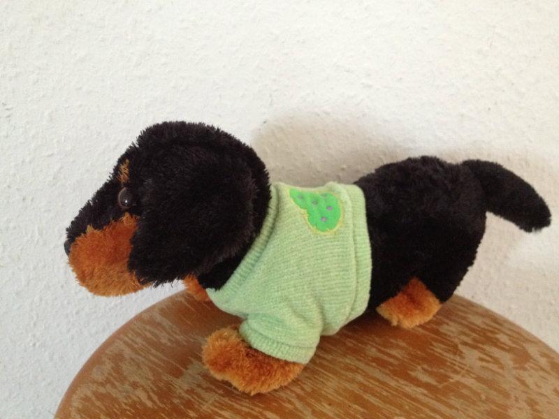 Продам Плюшевая такса в зеленом свитере