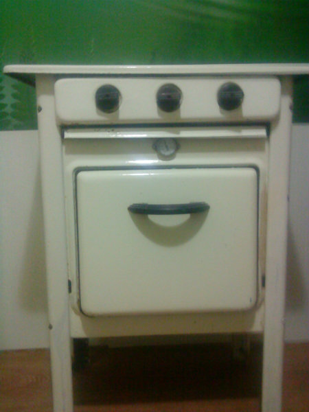 Продам газовую плиту на ножках 60-х гг.