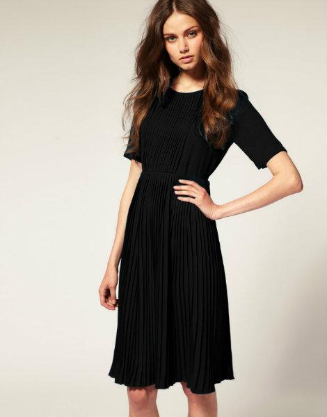 Продам Платье плиссе (только черное) новое