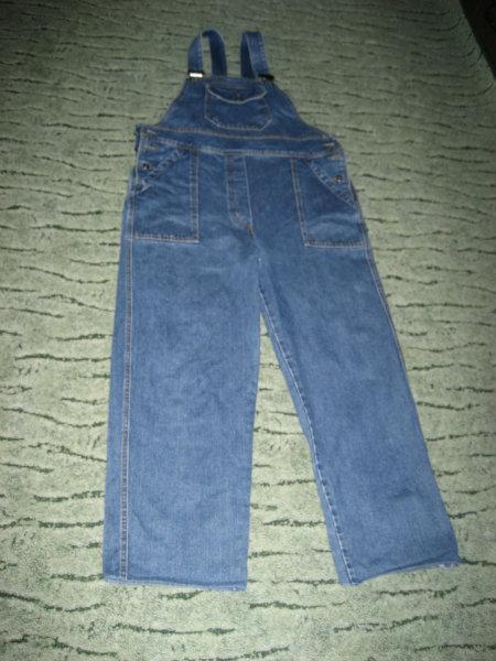 Продам джинсовый комбинезон для беремен. 48 р.