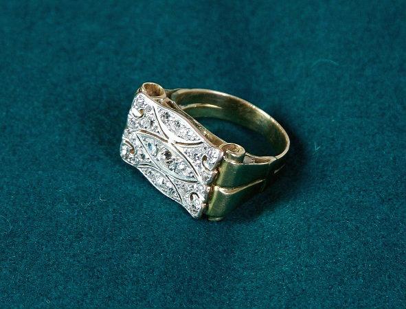 Продам перстень 19 век золото, бриллианты