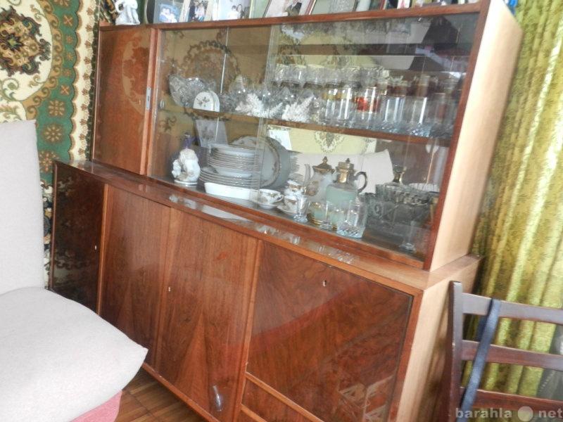 Отдам даром шкаф для посуды с зеркалом и стеклом