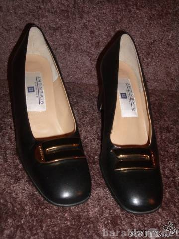 Продам Кожаные женские туфли Givenchy, оригинал