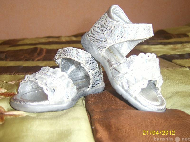 Продам нарядные сандалики