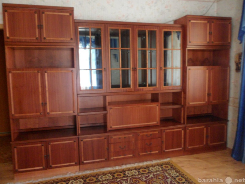 Продам: Сервант 4-х секционный с баром и шкафами