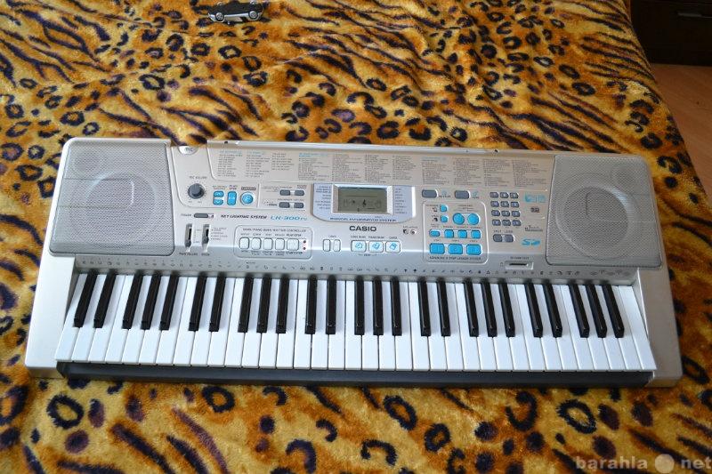 Продам: Клавишный синтезатор