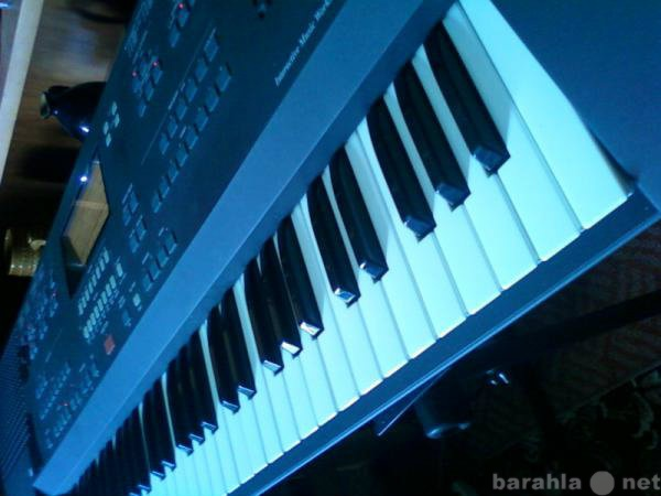 Продам Синтезатор Korg IS50b