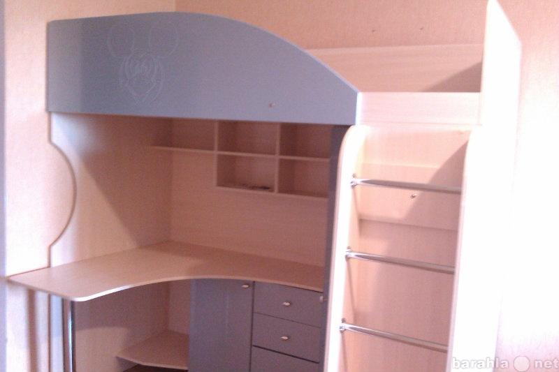 Продам стол+шкаф+спальное место для школьника