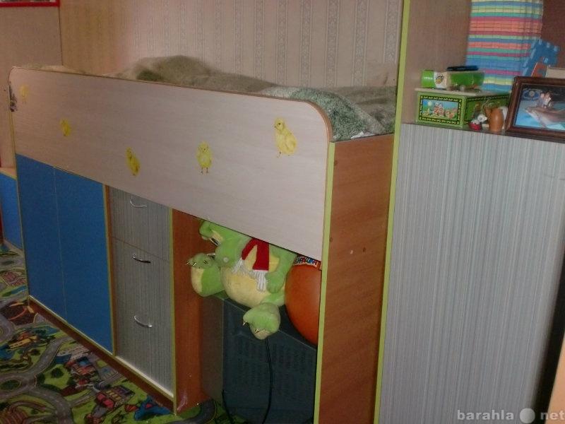 Продам кровать детскую и шкафчики