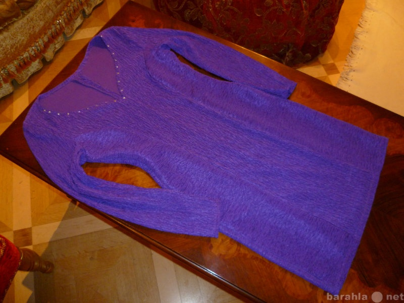 Продам Платье-футляр с эффектным вырезом