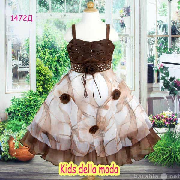 Продам Коричневое платье с ярким принтом и со с