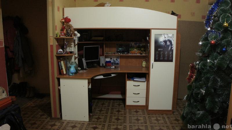 Продам Детский угол 3 в 1 (стол,шкаф,кровать)