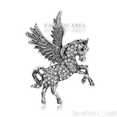 Продам Брошь Pegasus Silver белые кристаллы B01
