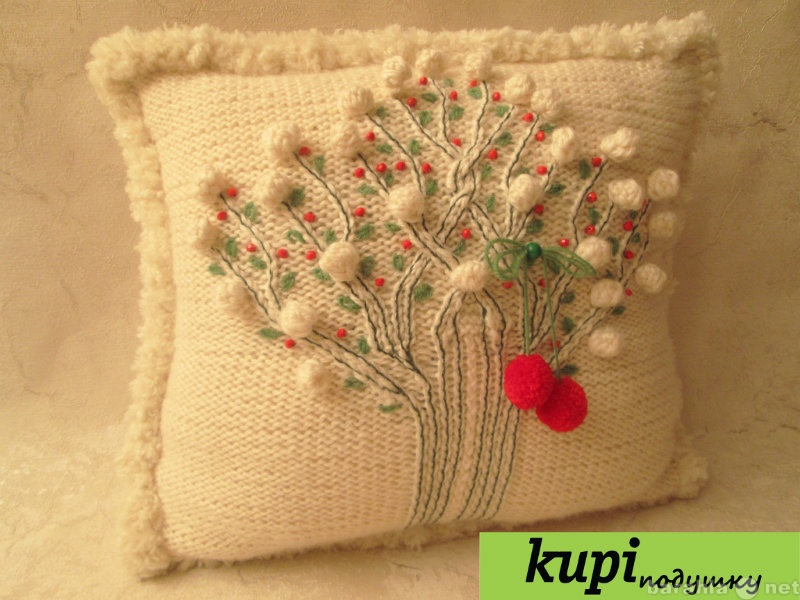 Продам Вязаная, мягкая подушка с вышивкой
