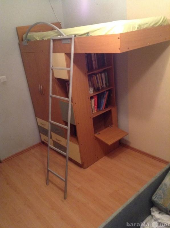 Продам Кровать под потолоком,стол+спорт.подарок