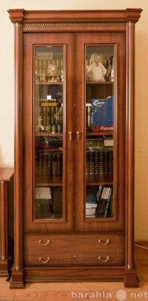 Продам Шкафы со стеклянными дверцами